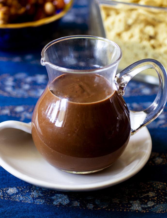 Chokladsås med jaggery och jordnötssmör